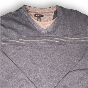 Van Heusen Men's L v-neck sweater with faux layer